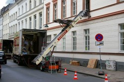 Moving Truck Lift. Photo by Johann H. Addicks. License: CC BY-SA 3.0.